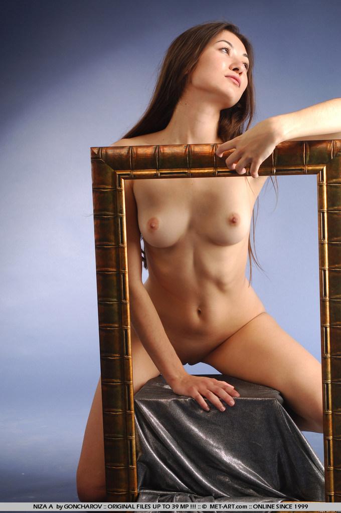 niza-a-picture-frame-naked-metart-12