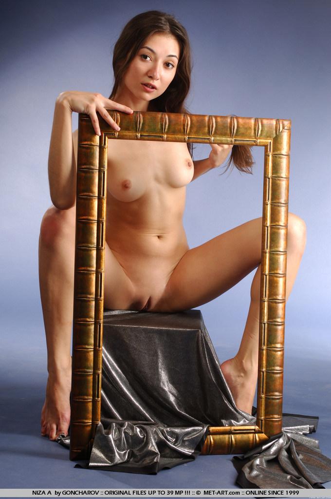 niza-a-picture-frame-naked-metart-15
