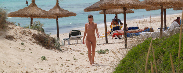 Jana – Nude beach walk
