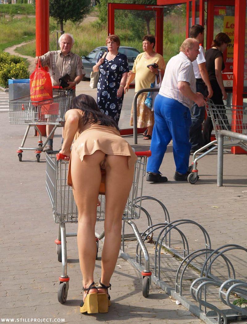 www nude in public com