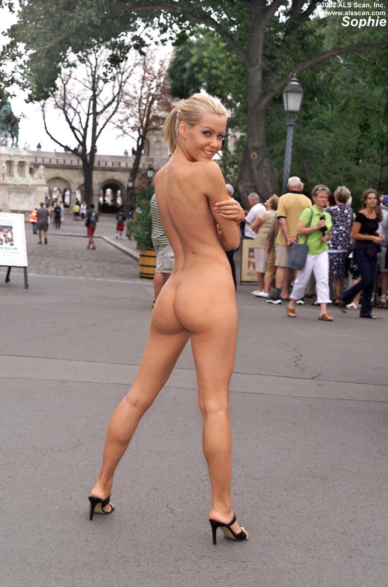 Nudes in public