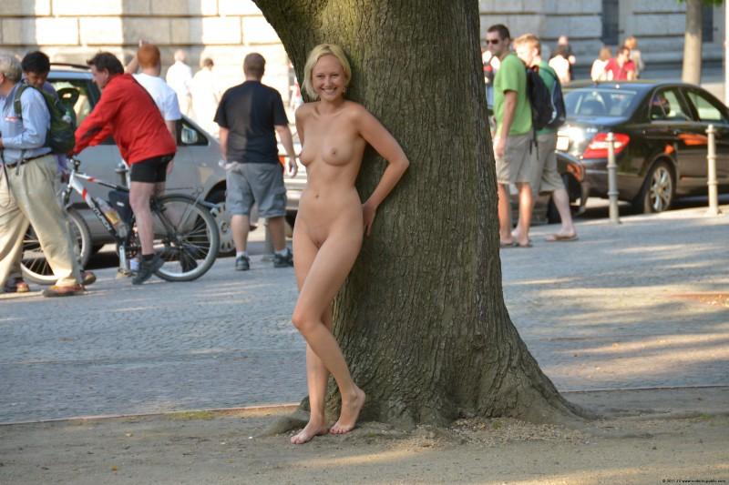 girl naked at puplic