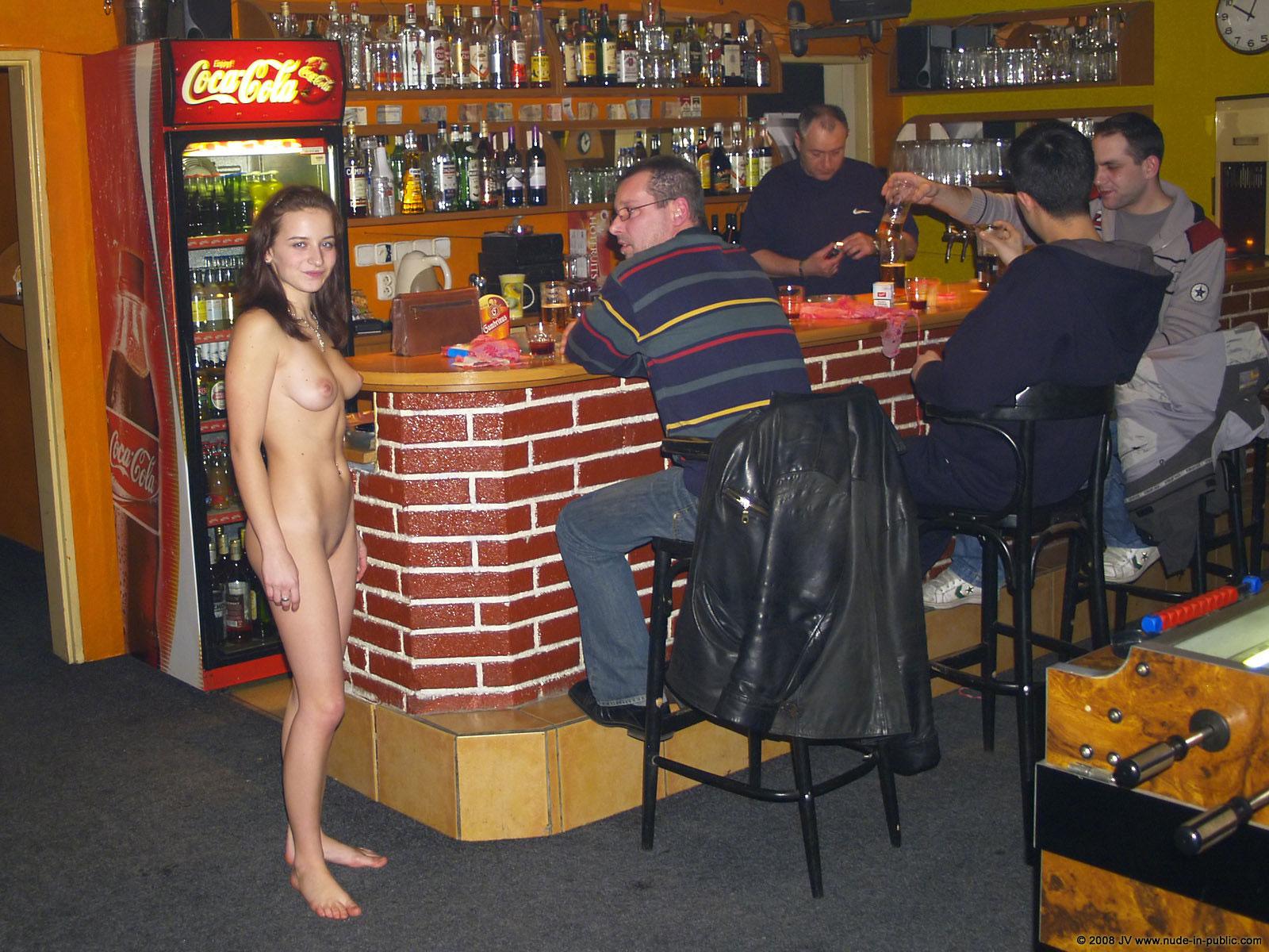nude-in-public-beers
