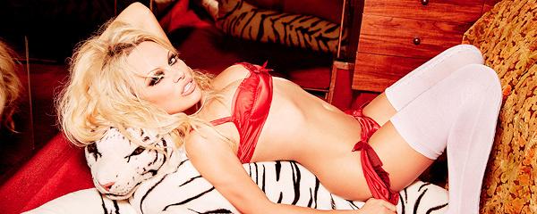 Pamela Anderson – She's back!
