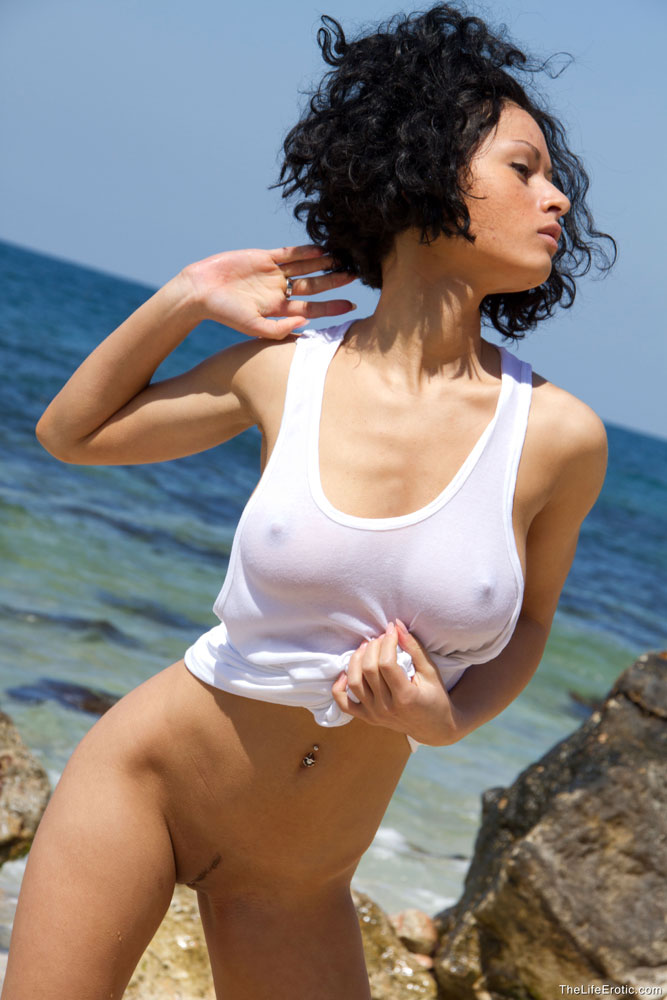 Pammie Lee at the seaside - RedBust