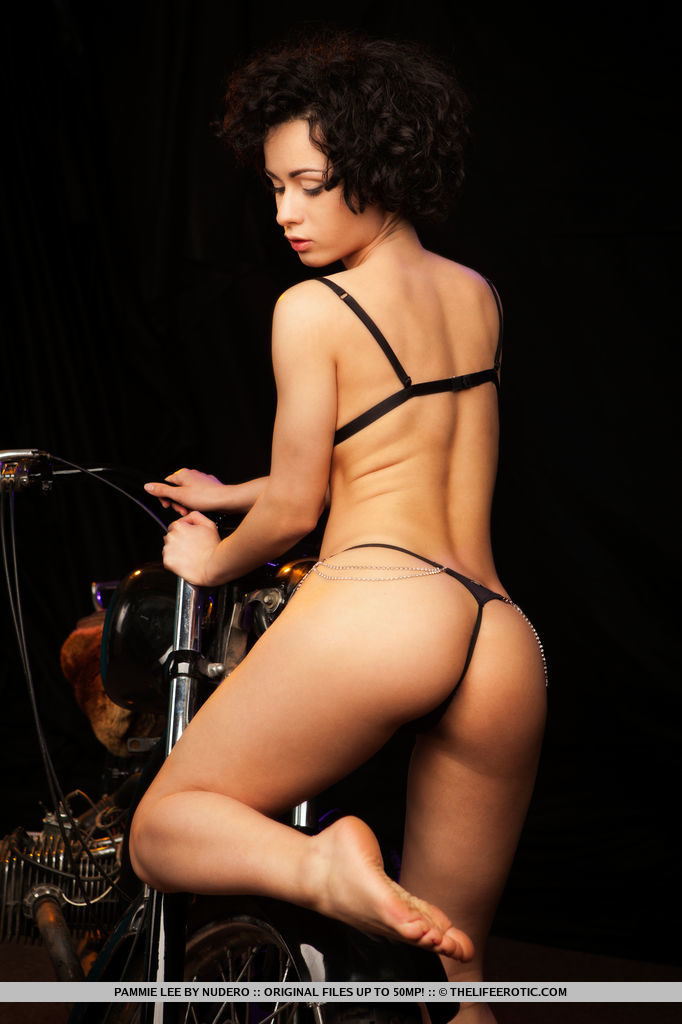pammie-lee-naked-on-motorbike-metart-03