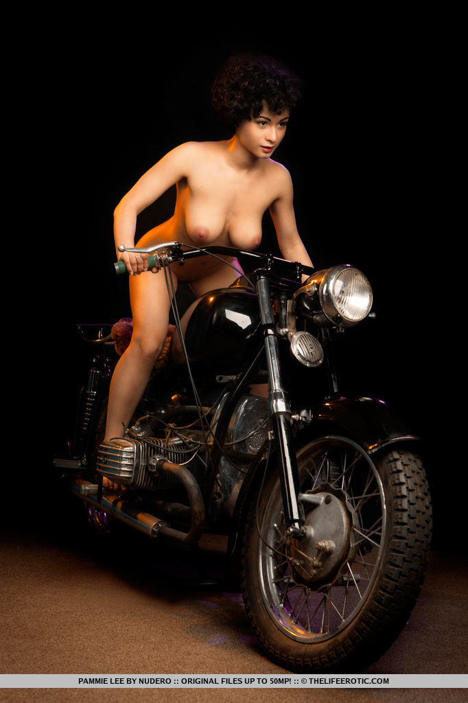 pammie-lee-naked-on-motorbike-metart-15