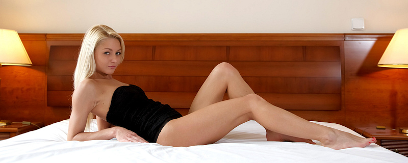 Pinky June naked on bed