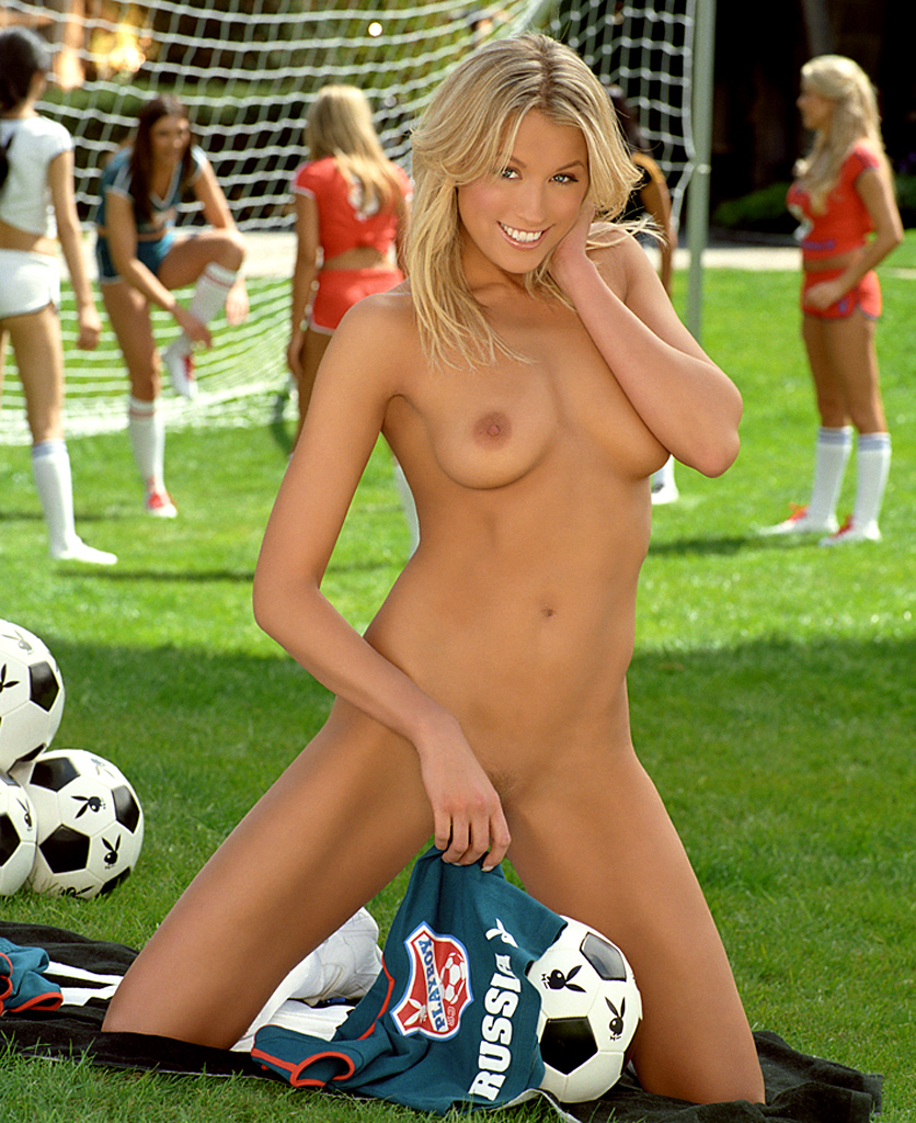 amateur-semi-nude-soccer-players-compact-girl