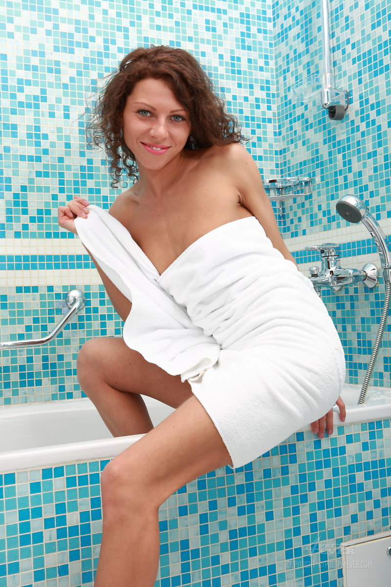 amely-bathroom-naked-towel-pretty4ever-01