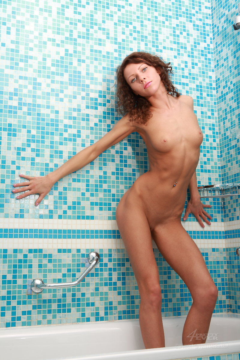 amely-bathroom-naked-towel-pretty4ever-07