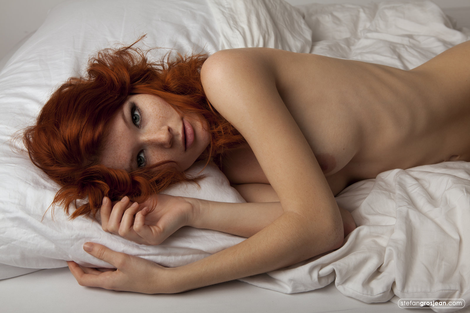 hot-nude-redhead-in-a-hotel-room