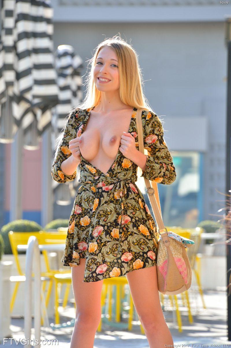 Public Agent Sexy Blonde