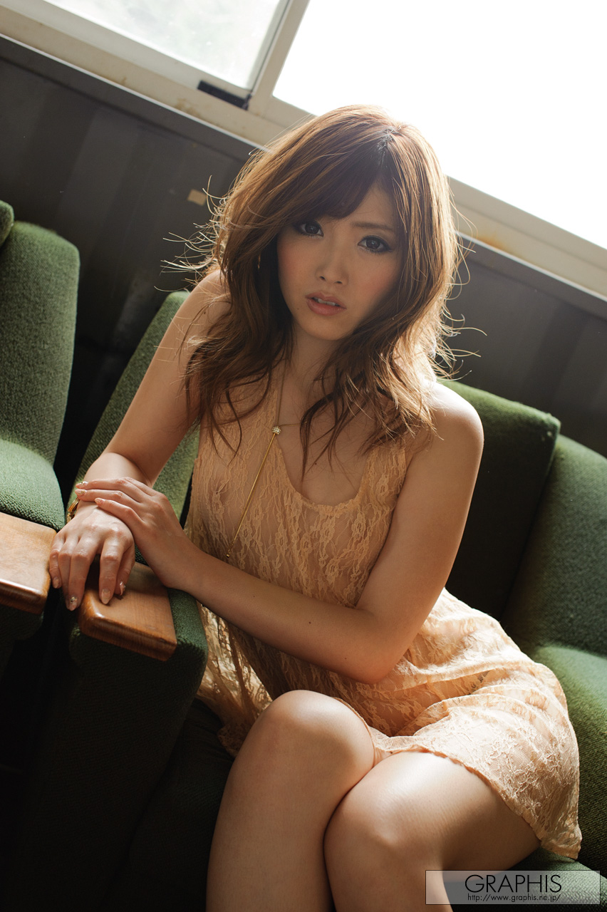 rina-kato-office-container-asian-naked-graphis-01
