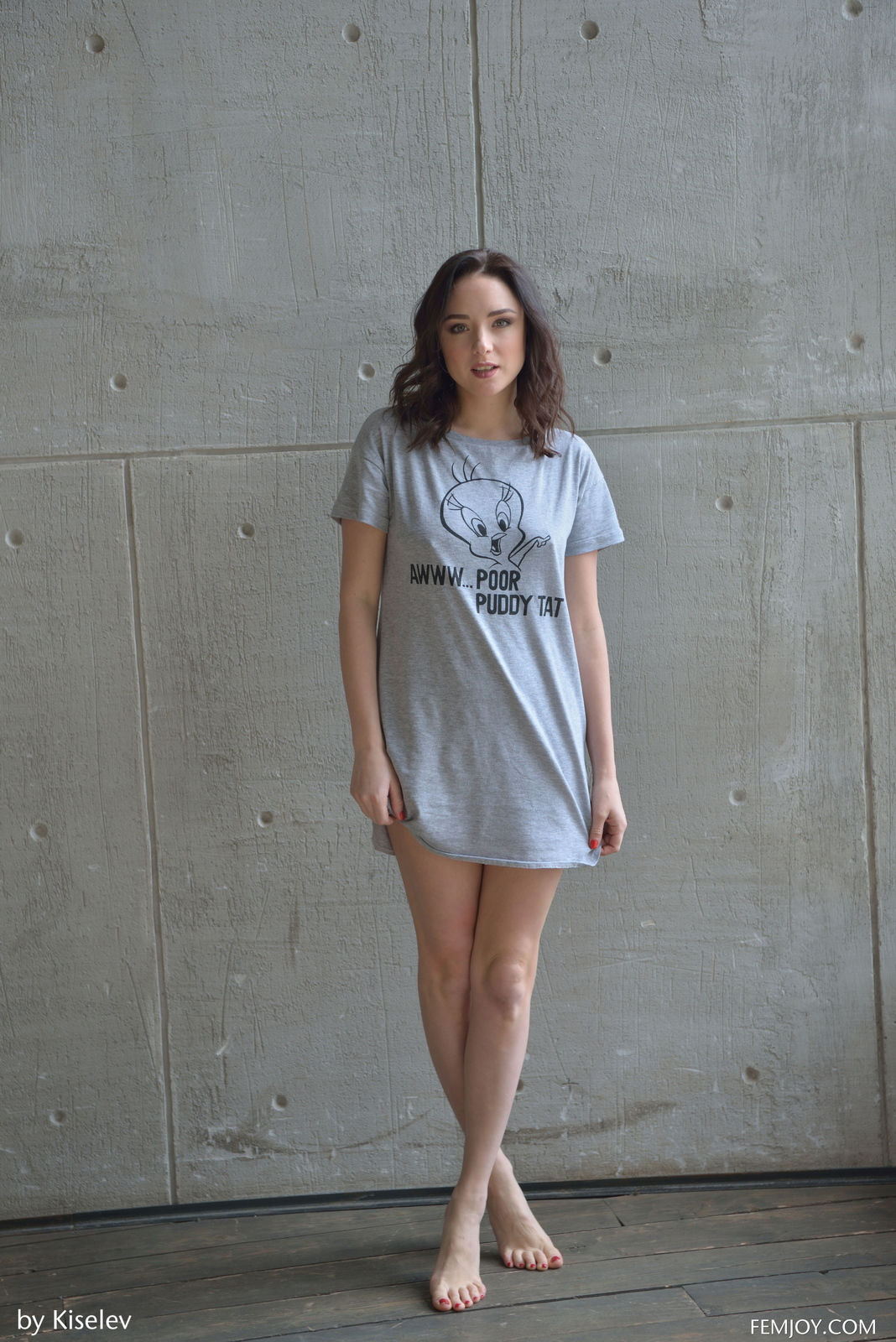 nika-a-naked-bottomless-grey-shirt-pussy-femjoy-01