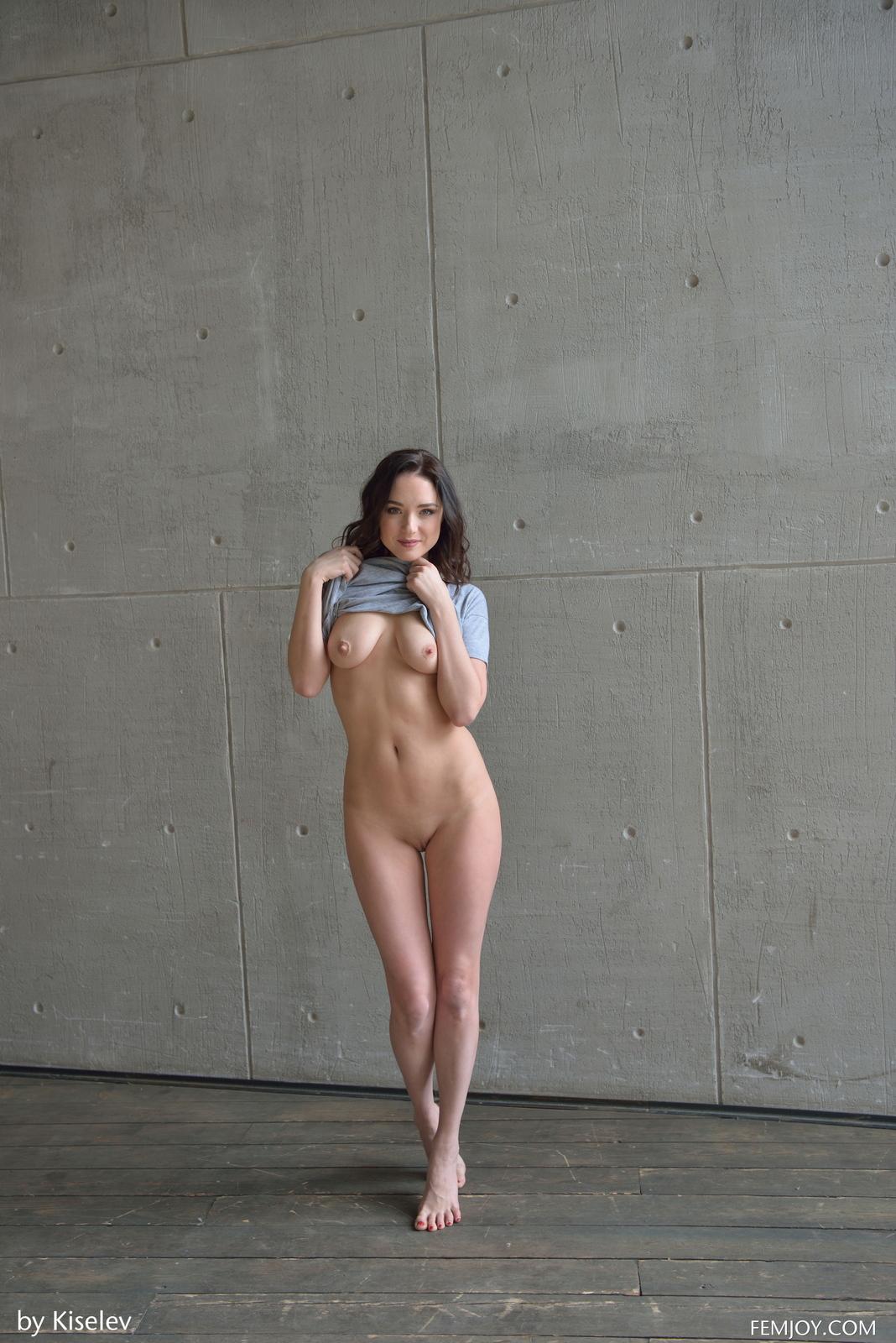 nika-a-naked-bottomless-grey-shirt-pussy-femjoy-09