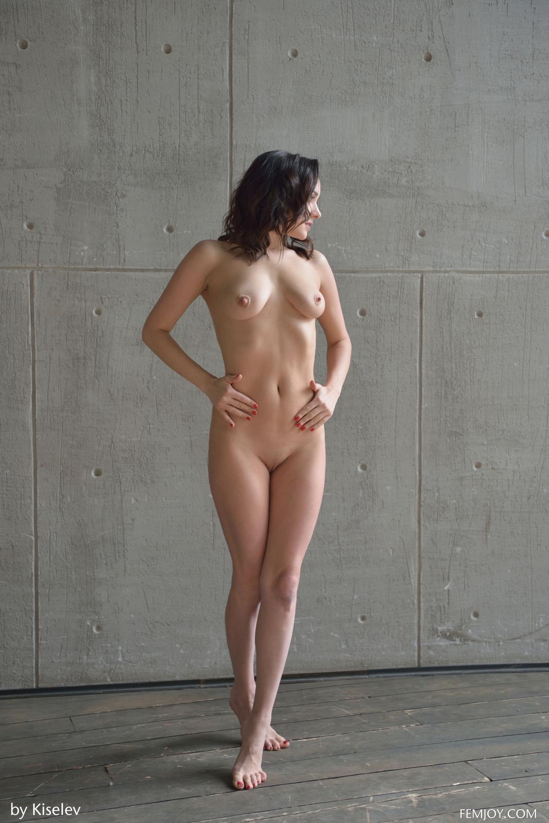 nika-a-naked-bottomless-grey-shirt-pussy-femjoy-17