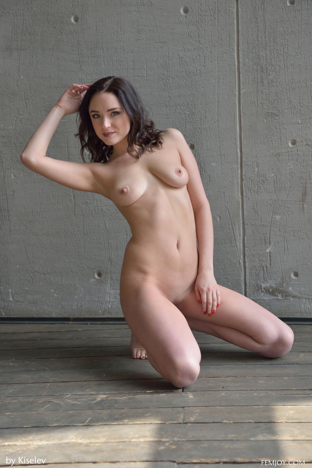 nika-a-naked-bottomless-grey-shirt-pussy-femjoy-25