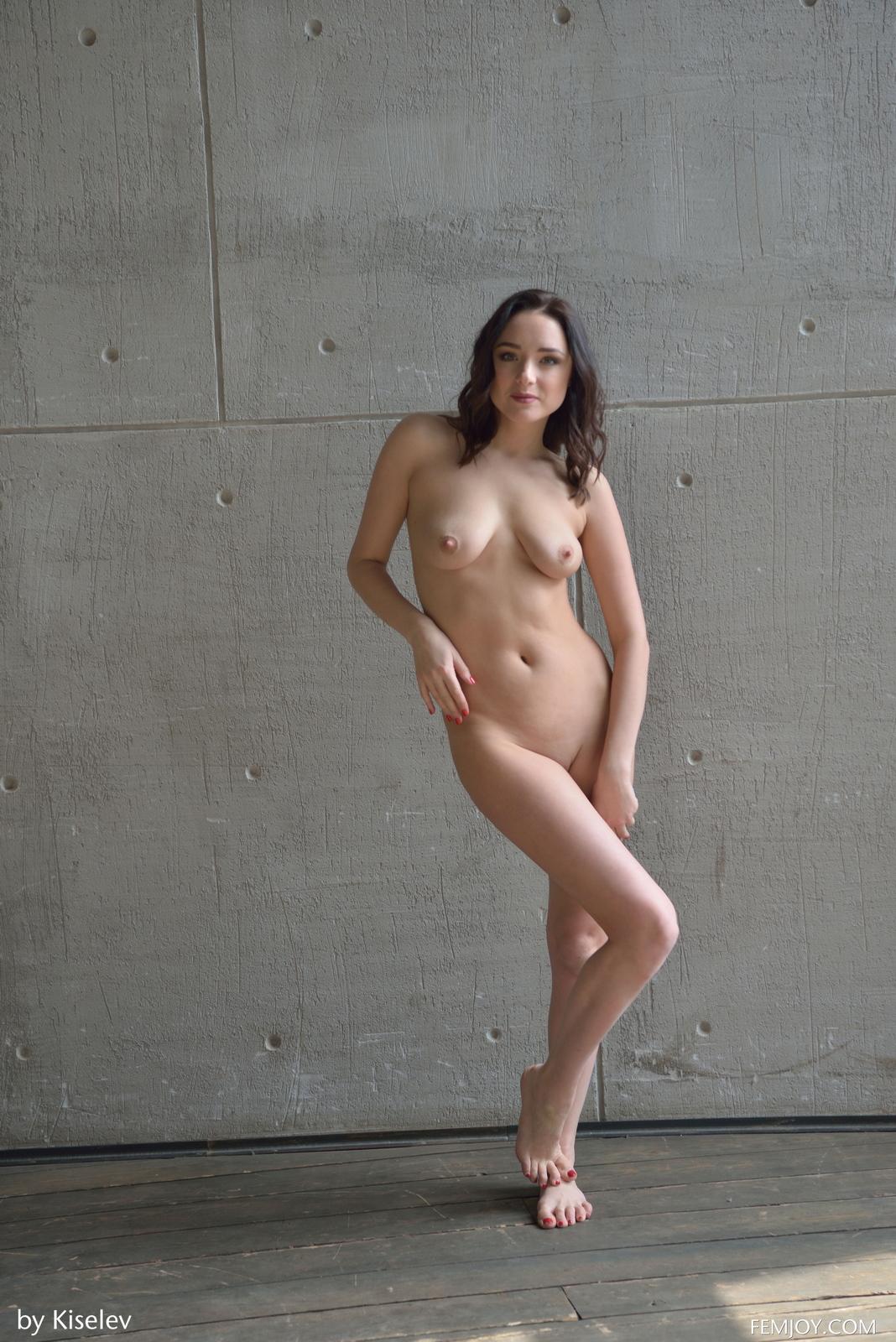 nika-a-naked-bottomless-grey-shirt-pussy-femjoy-44