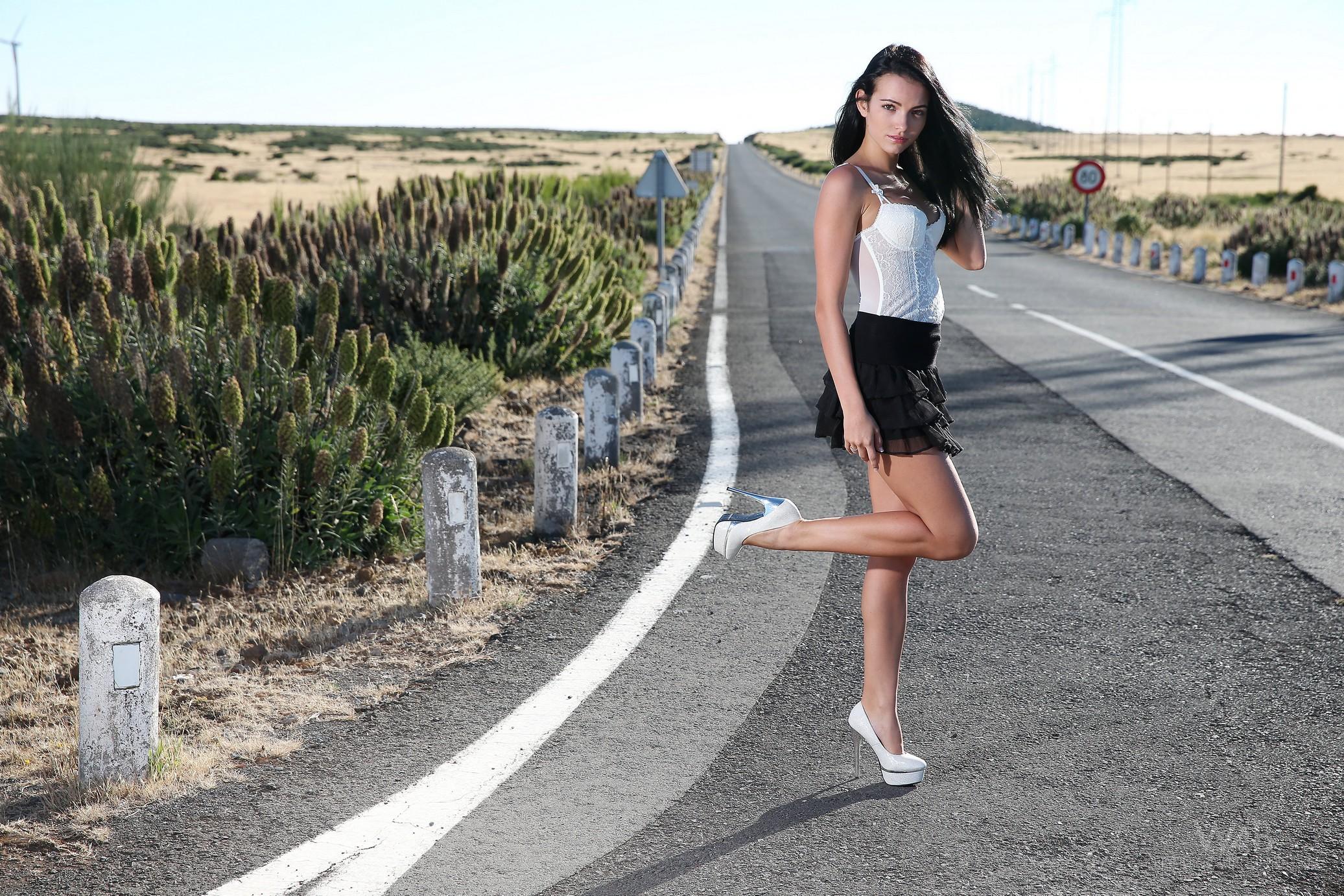 sapphira-naked-madeira-road-high-heels-brunette-w4b-02