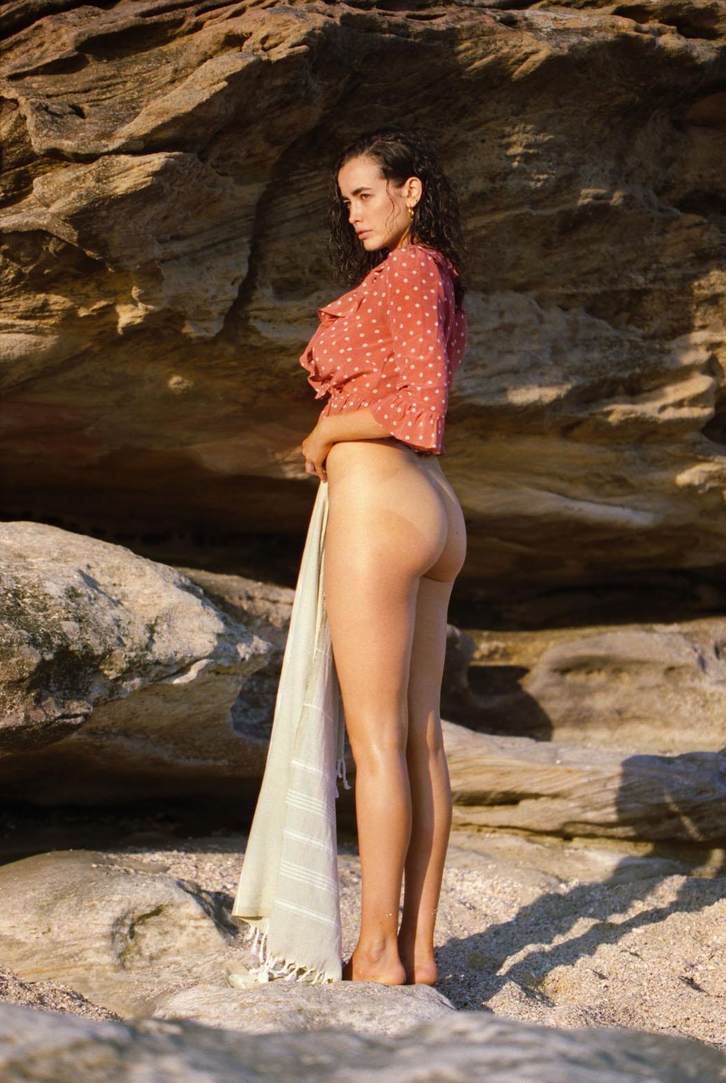 sarah-stephens-seaside-erotic-photo-by-cameron-mackie-04