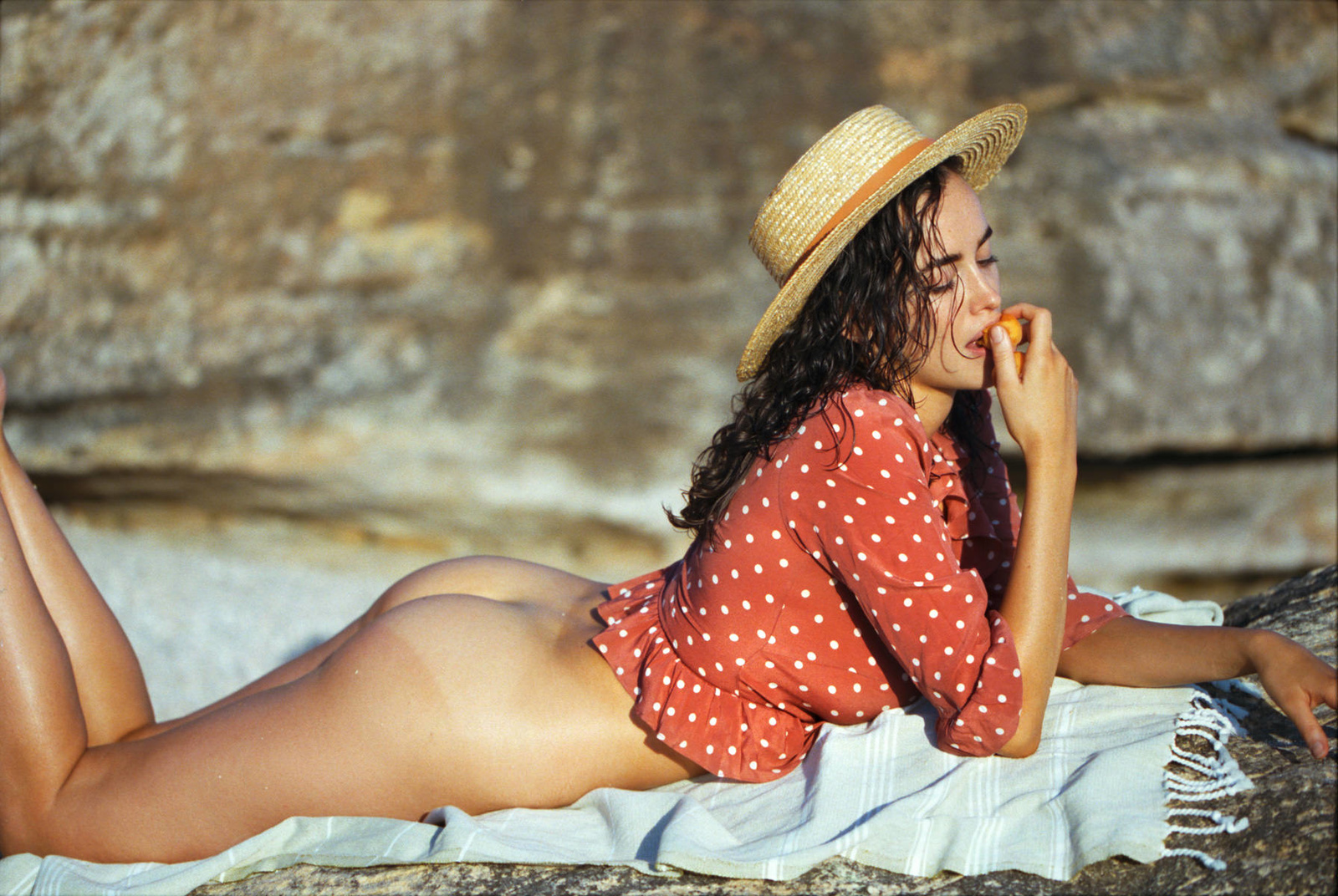 sarah-stephens-seaside-erotic-photo-by-cameron-mackie-05