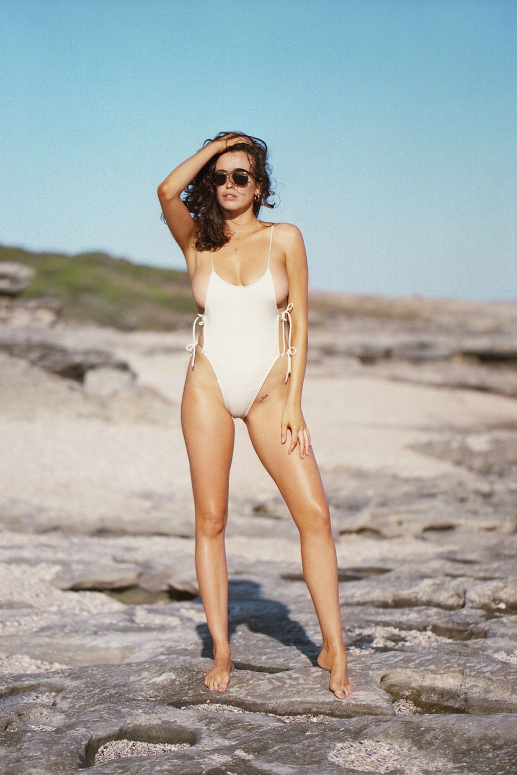 sarah-stephens-seaside-erotic-photo-by-cameron-mackie-07