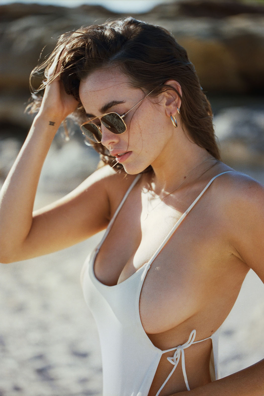 sarah-stephens-seaside-erotic-photo-by-cameron-mackie-09