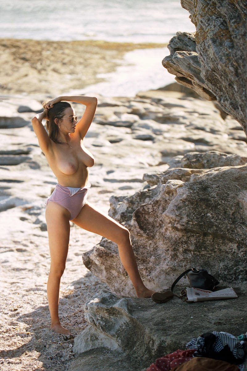 sarah-stephens-seaside-erotic-photo-by-cameron-mackie-10