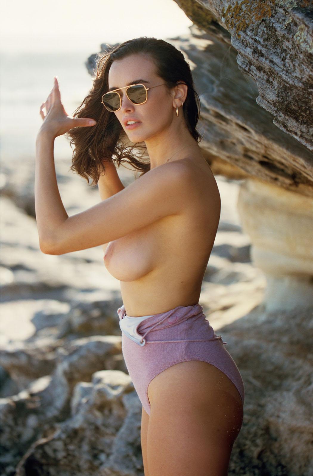 sarah-stephens-seaside-erotic-photo-by-cameron-mackie-11