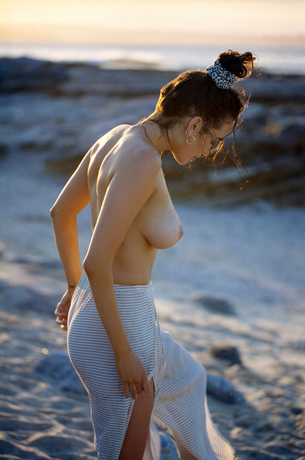 sarah-stephens-seaside-erotic-photo-by-cameron-mackie-25