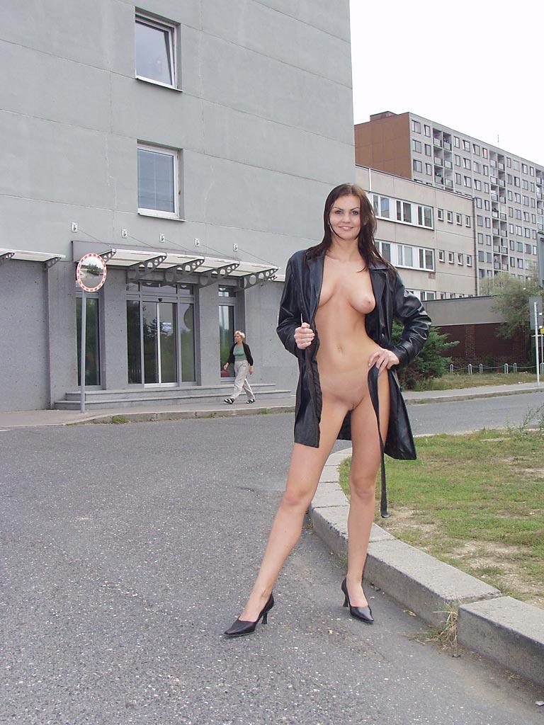 решили порно в пальто на улице шлюшки