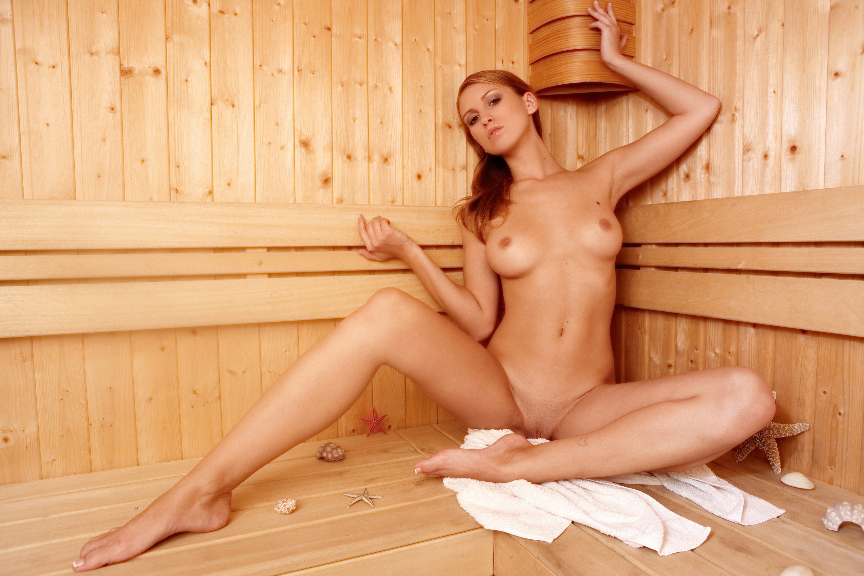 Девчонки голые в бане — pic 9