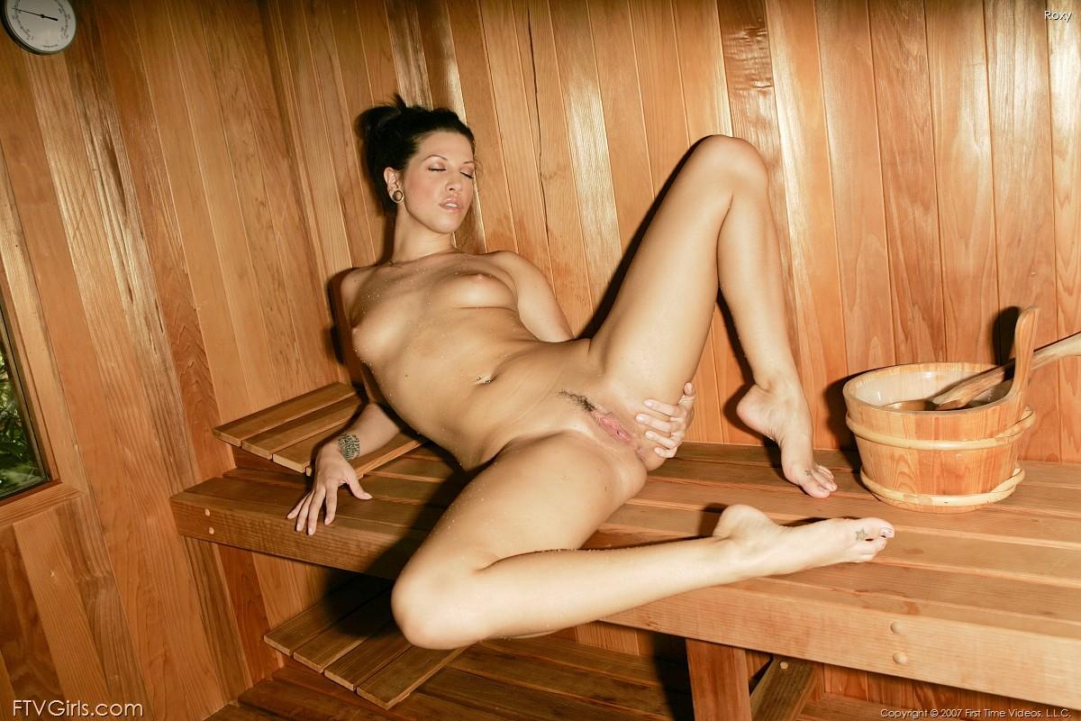 голые извращенки в бане