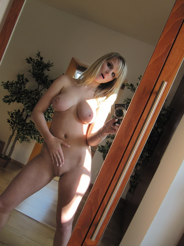 selfie-naked-girls-selfshot-amateur-mix-vol5-11