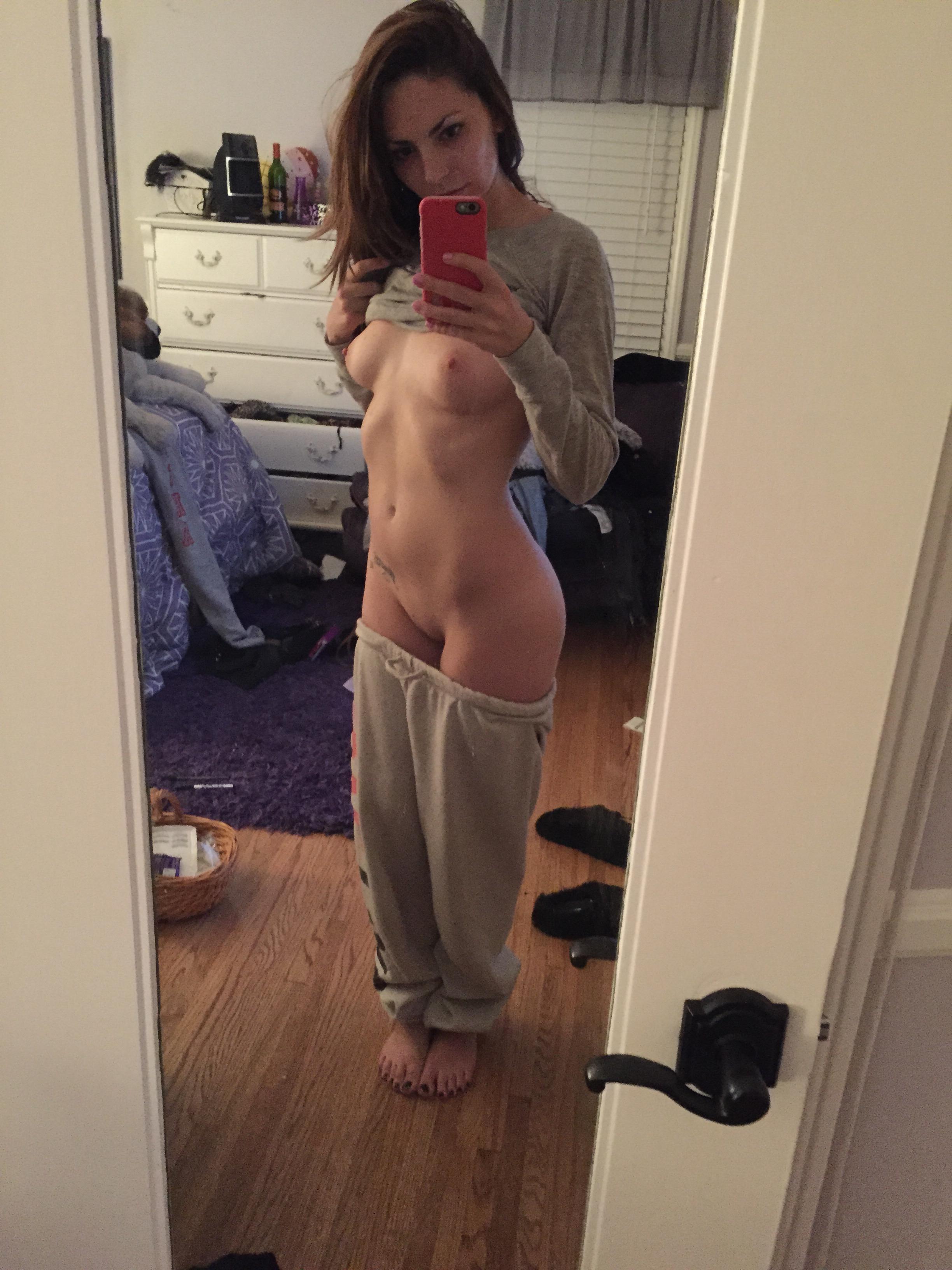 selfie-naked-girls-selfshot-amateur-mix-vol5-18