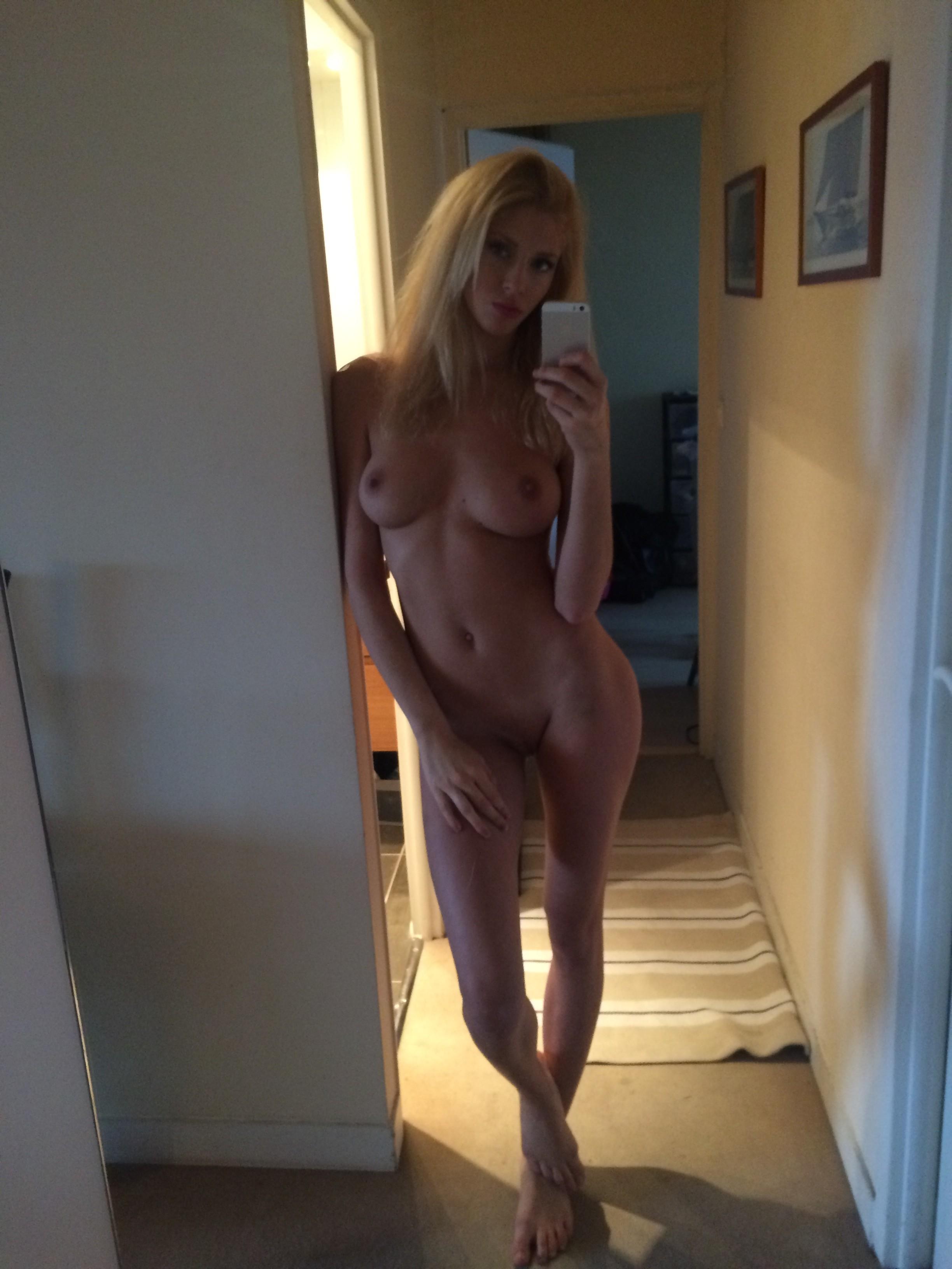 selfie-naked-girls-selfshot-amateur-mix-vol5-34