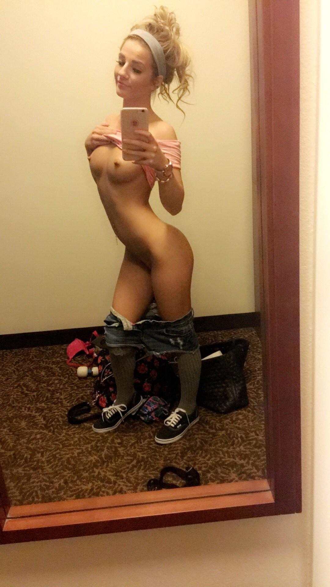 selfie-naked-girls-selfshot-amateur-mix-vol5-51