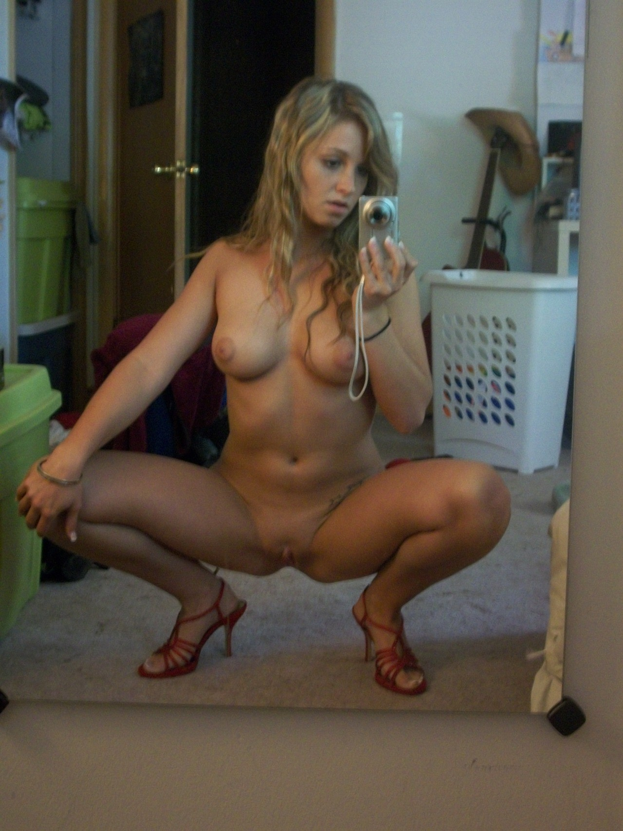 selfie-naked-girls-selfshot-amateur-mix-vol5-85