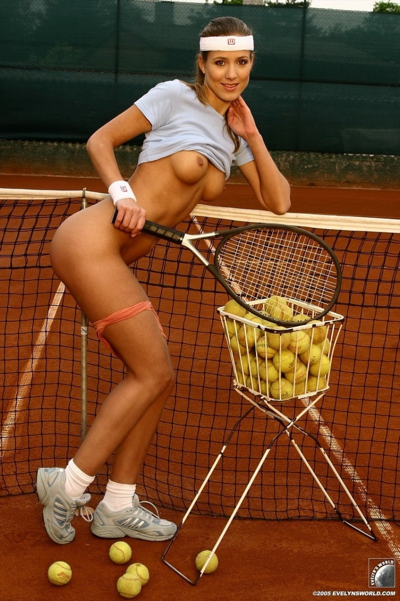 naked woman tennis players