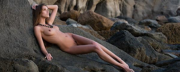 Silvie – Rocky shore