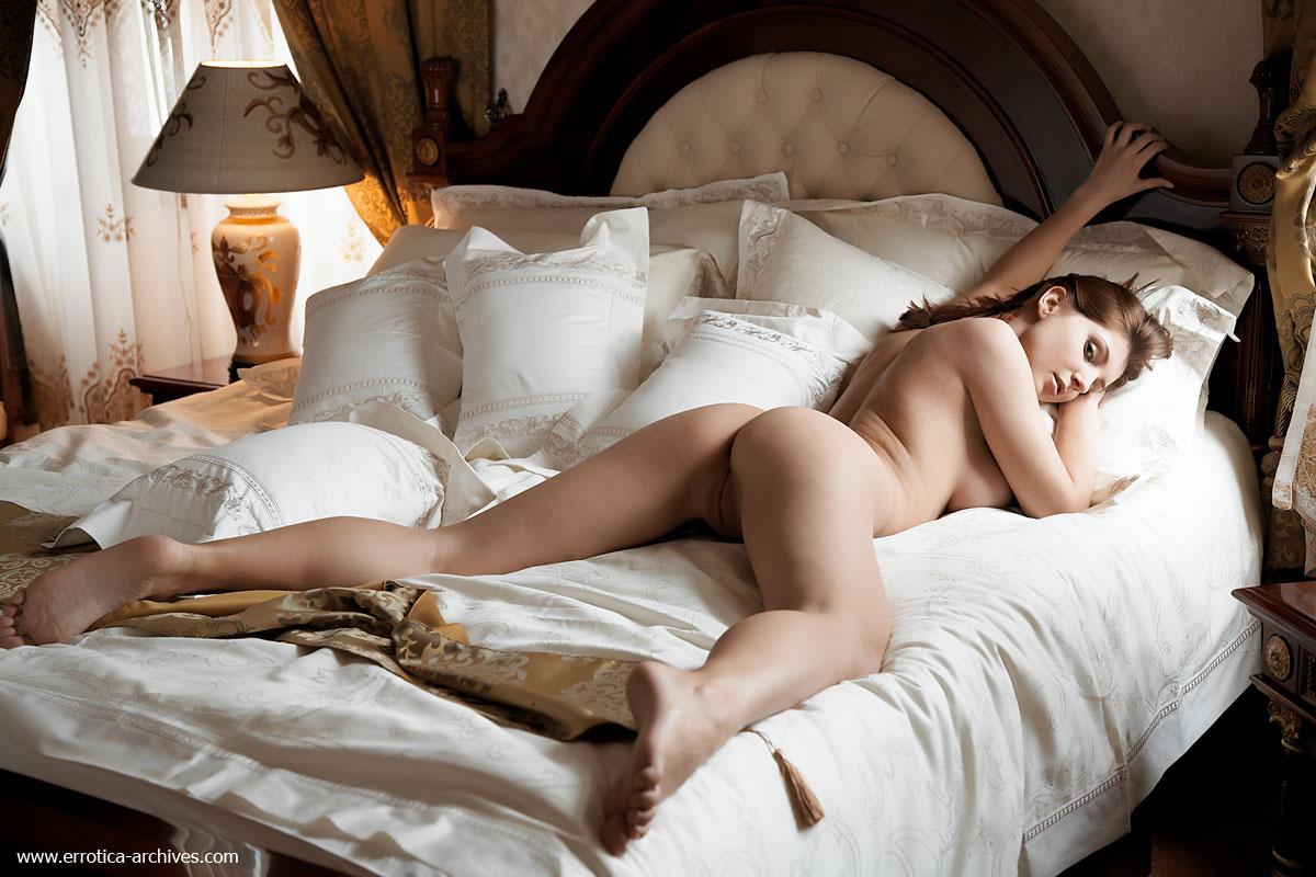 Фотографии голых девушек в постели — img 10