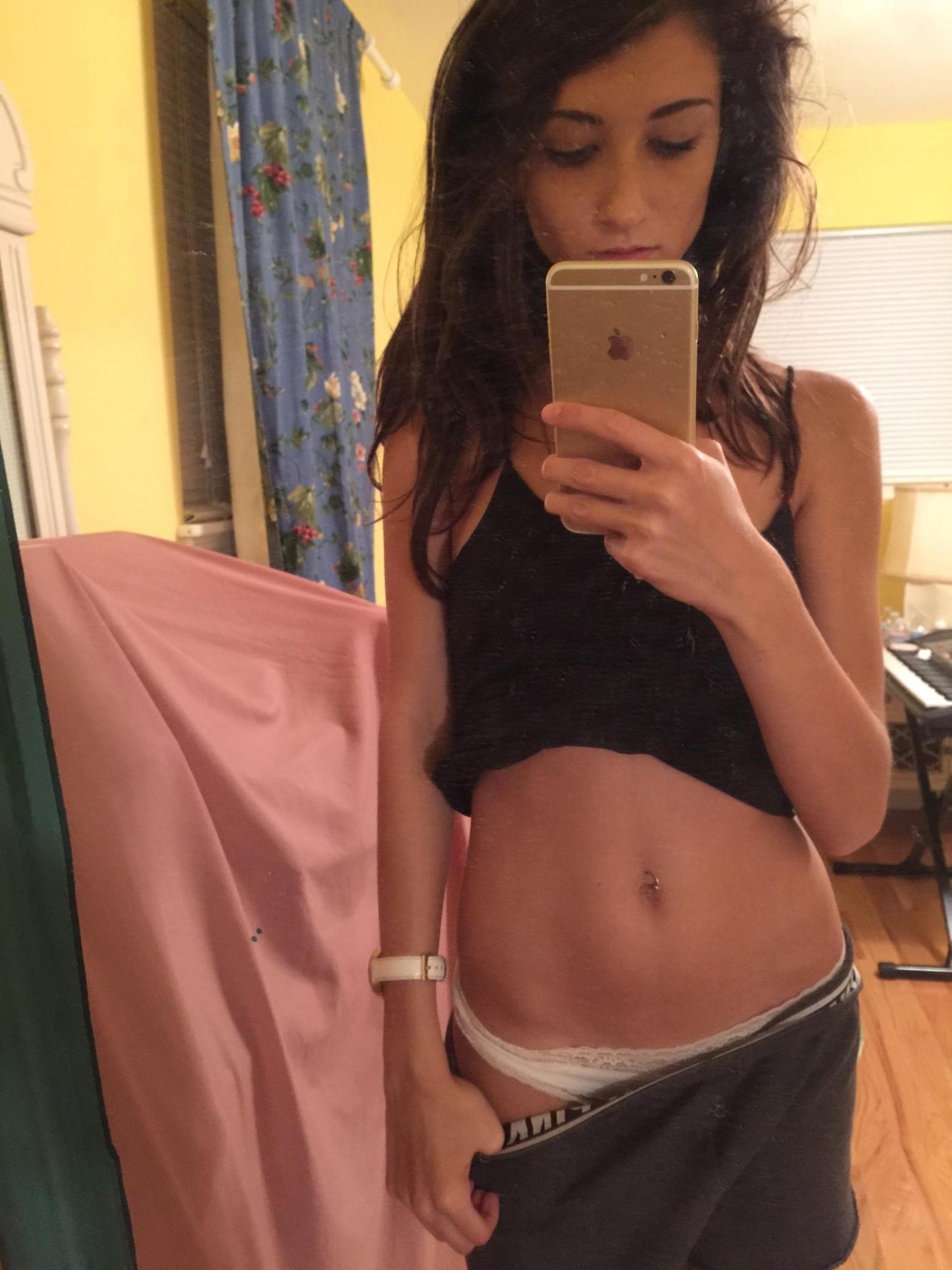 slim-body-amateur-girl-selfie-pics-mirror-nude-01