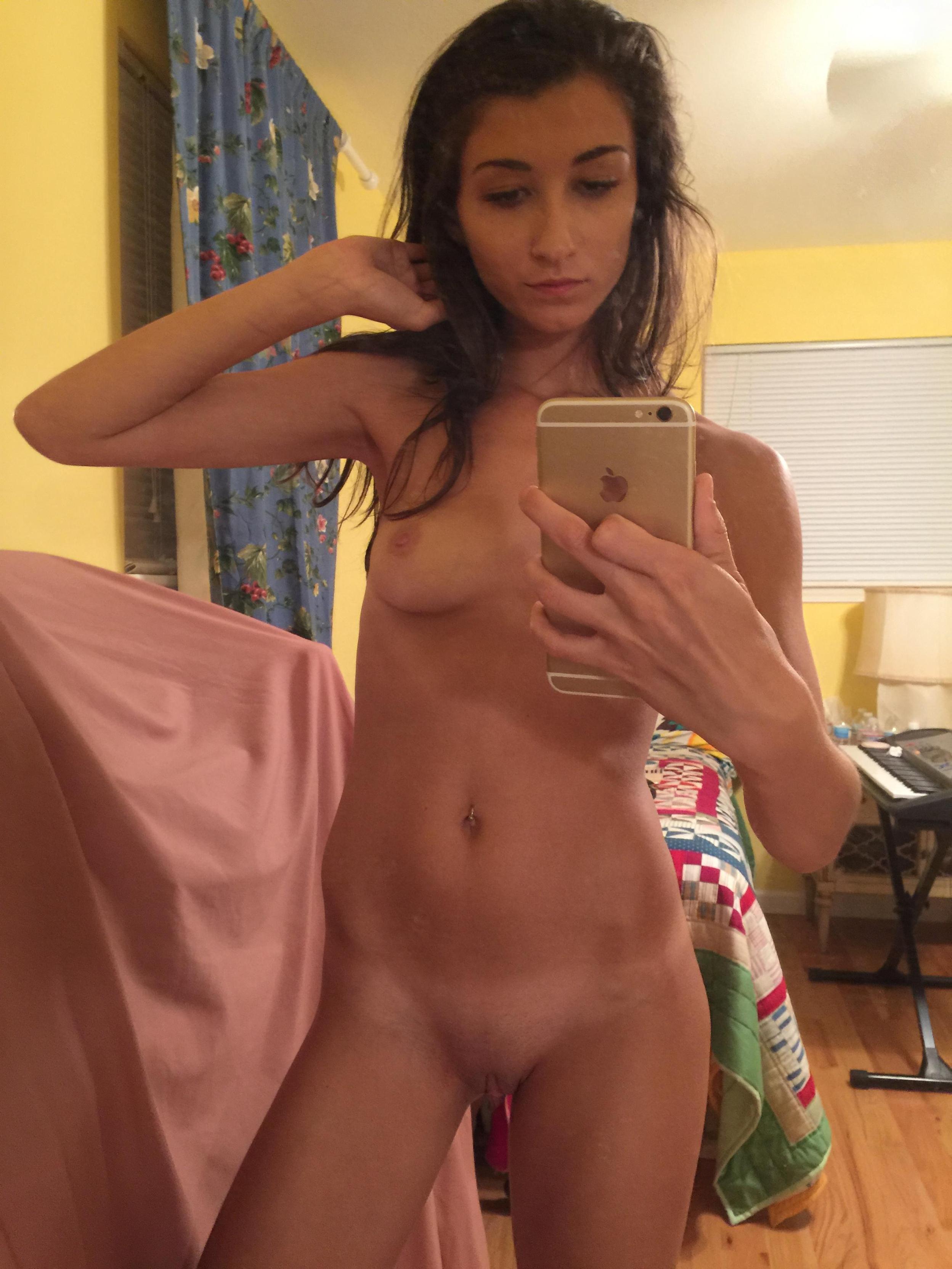 slim-body-amateur-girl-selfie-pics-mirror-nude-10