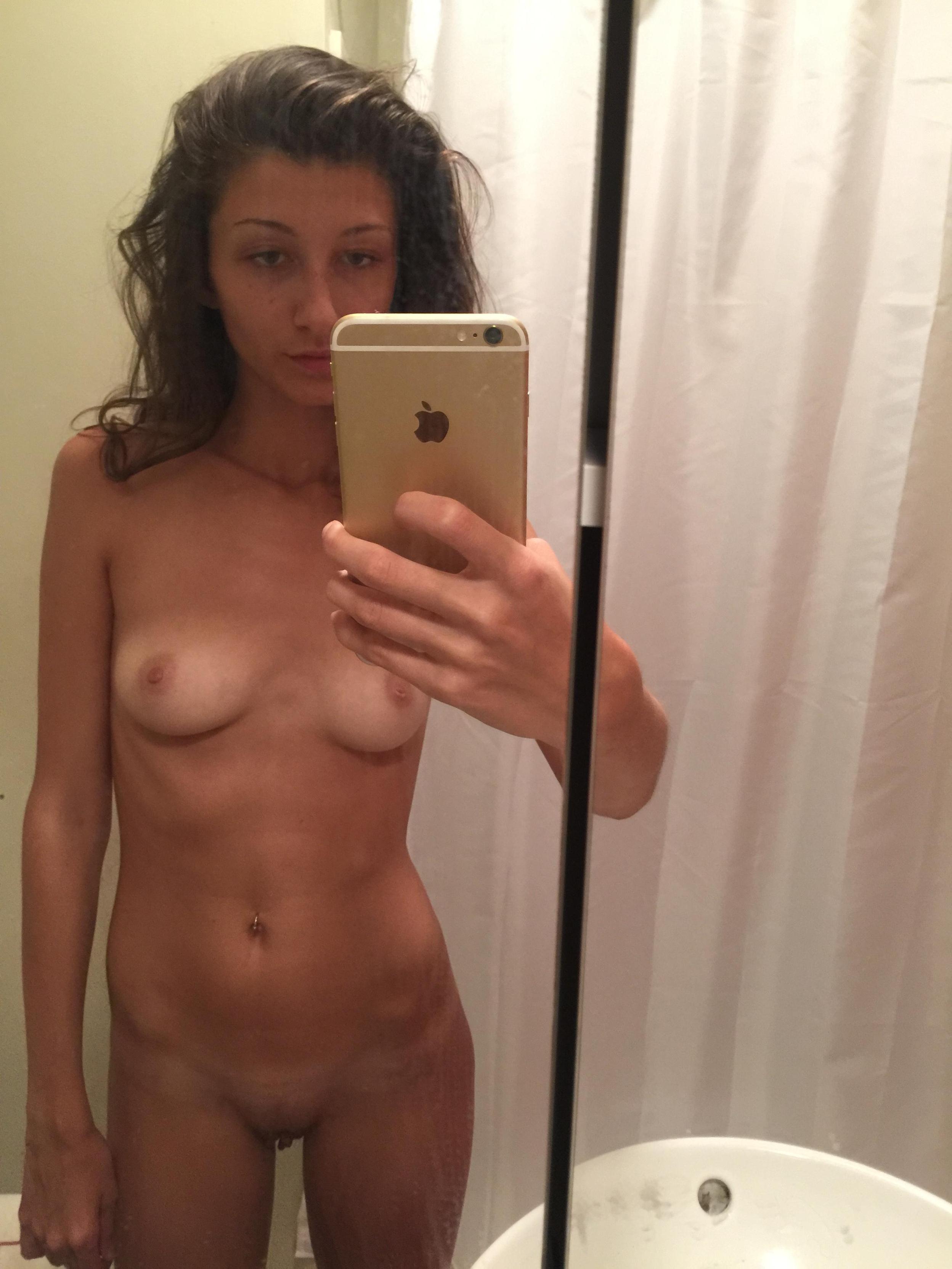 slim-body-amateur-girl-selfie-pics-mirror-nude-15