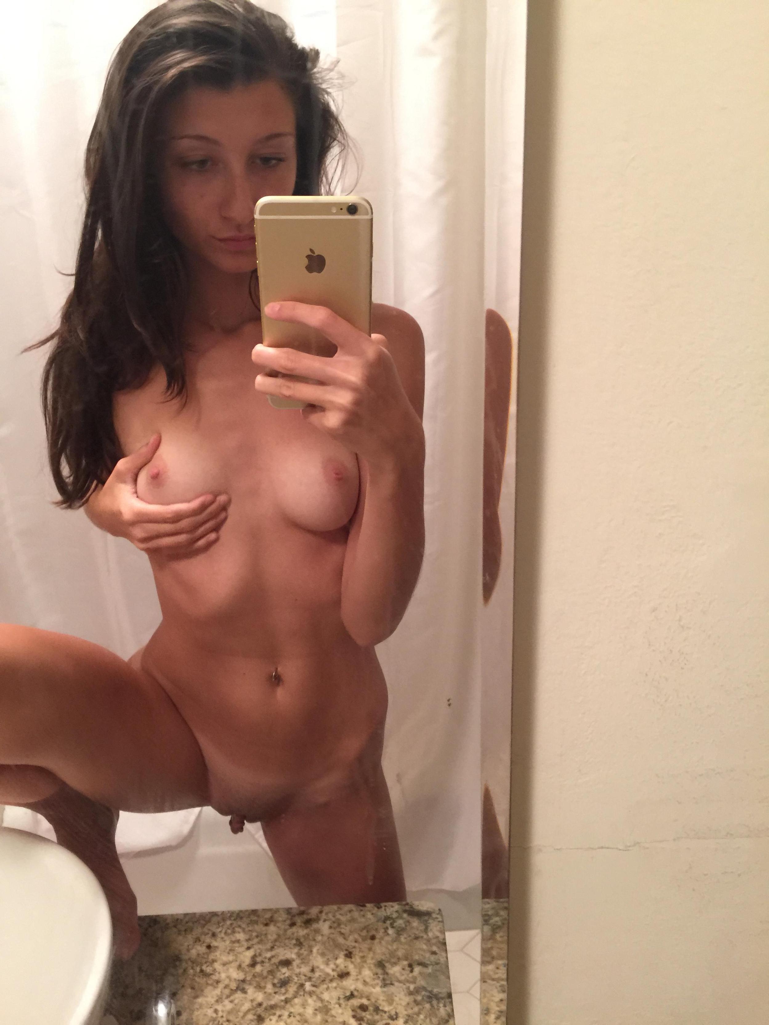 slim-body-amateur-girl-selfie-pics-mirror-nude-18