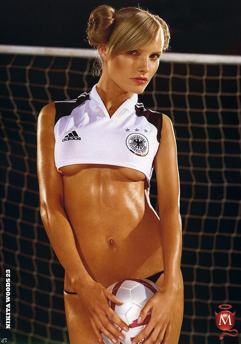 seks-devushki-v-futbole-bez-lifchikov-rolik-trah