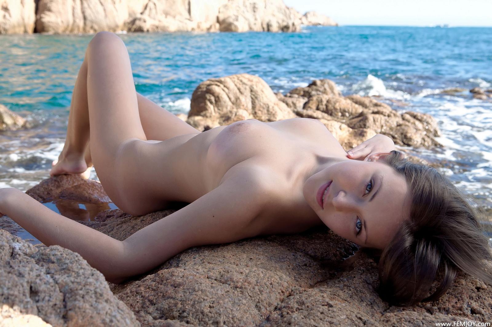 sophia-h-seaside-naked-boobs-rocks-femjoy-05