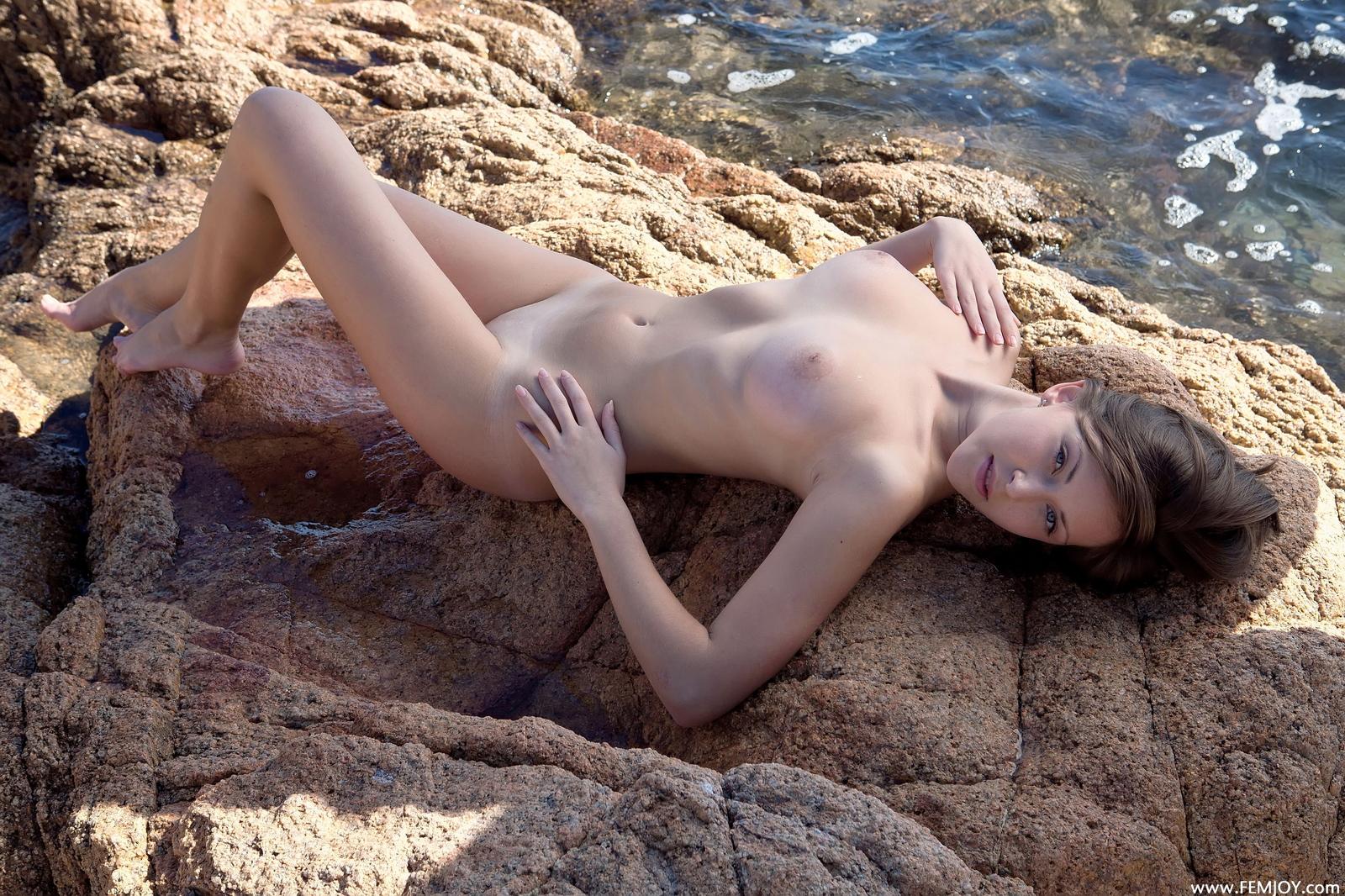 sophia-h-seaside-naked-boobs-rocks-femjoy-06