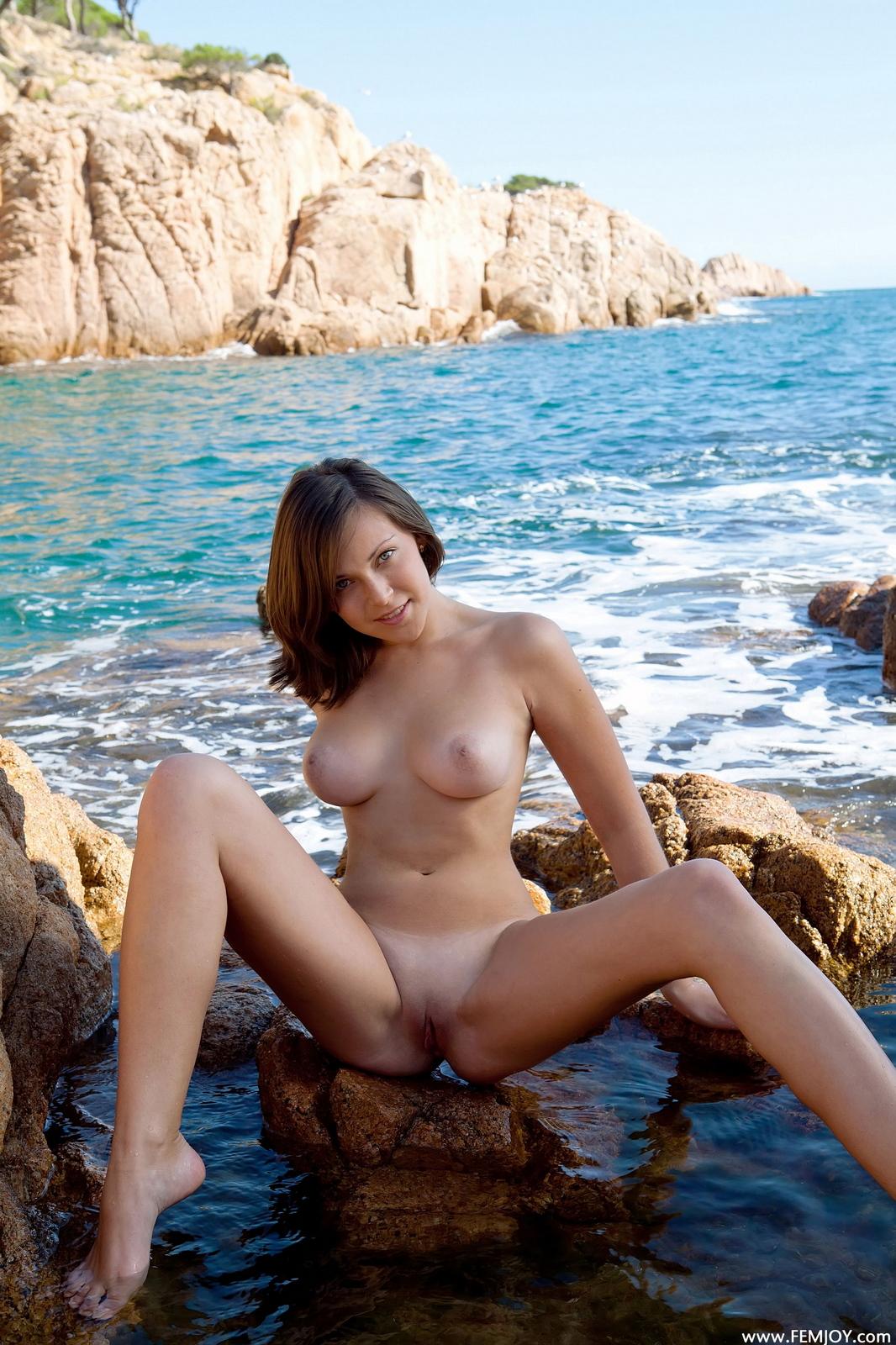 sophia-h-seaside-naked-boobs-rocks-femjoy-16